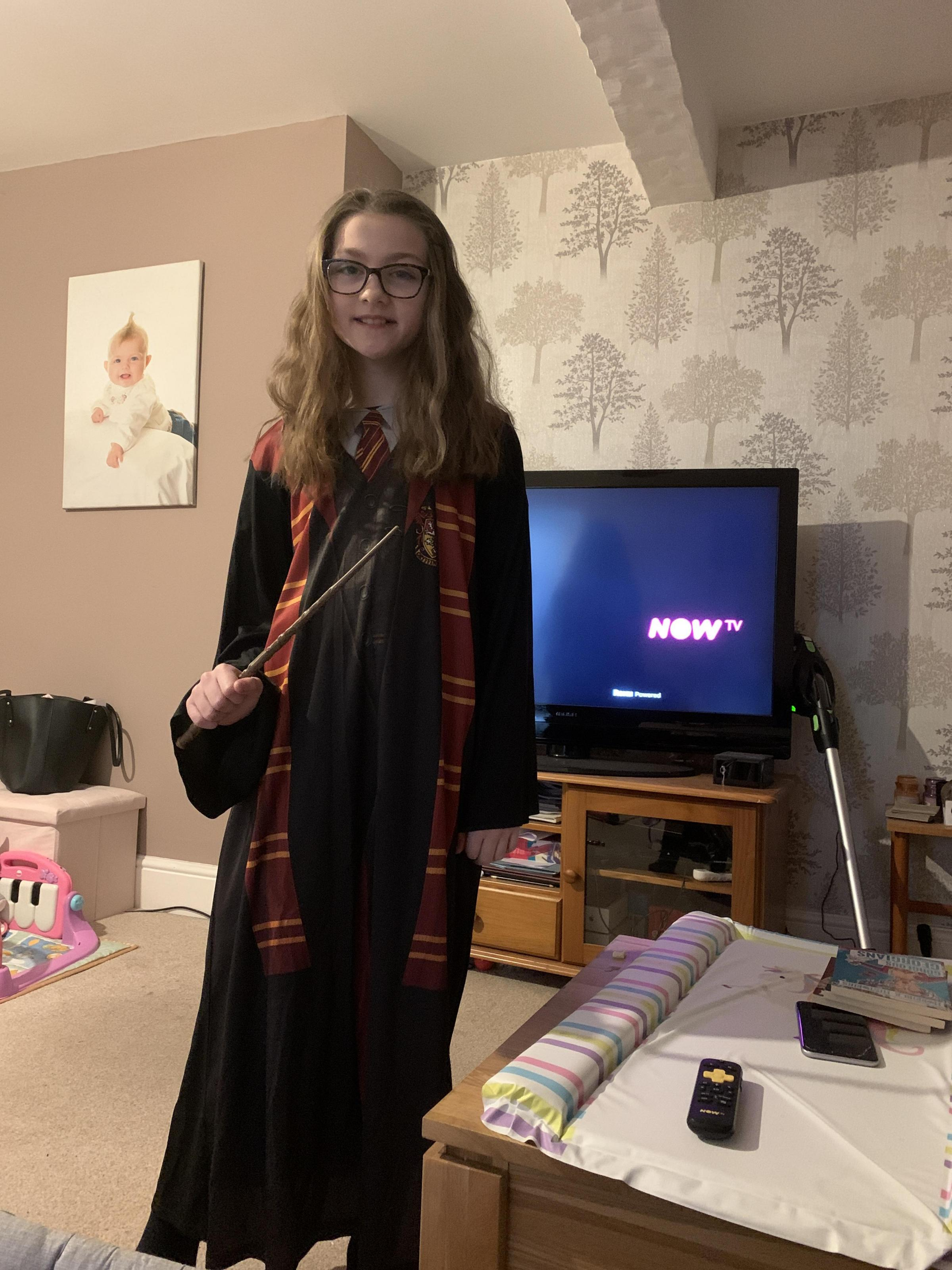 Droitwich Advertiser: Lilli dresses as hermoine granger