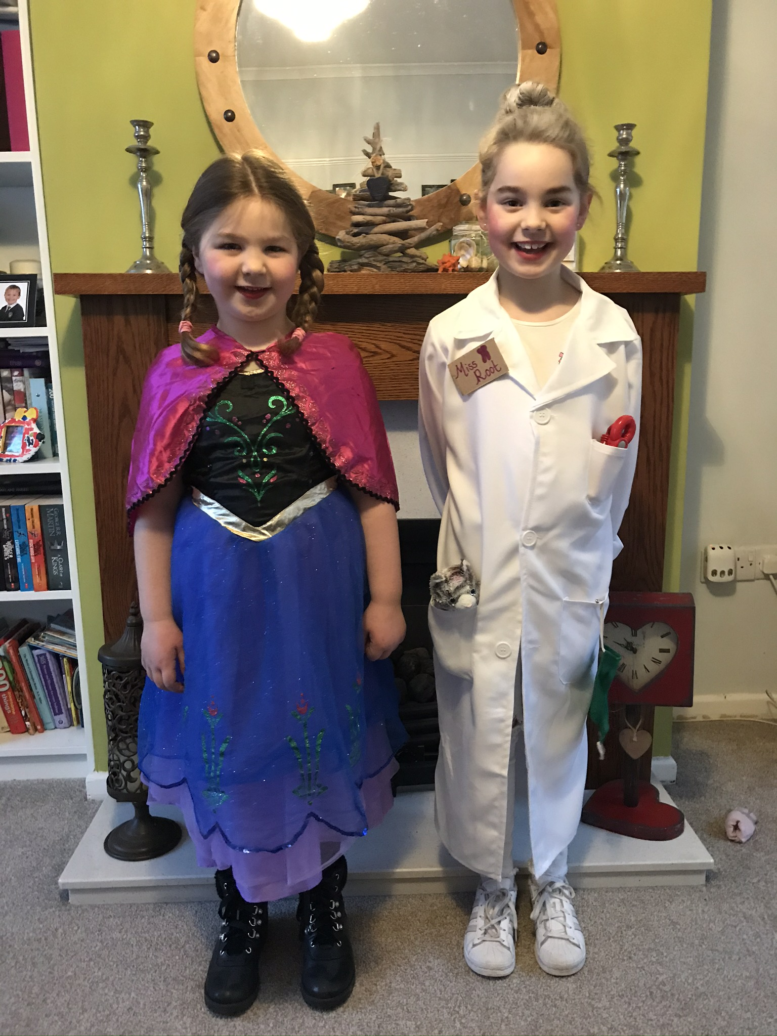 Droitwich Advertiser: Princess Anna (Amelia Lynch 5) and the Demon Dentist(Esmee Lynch 7)