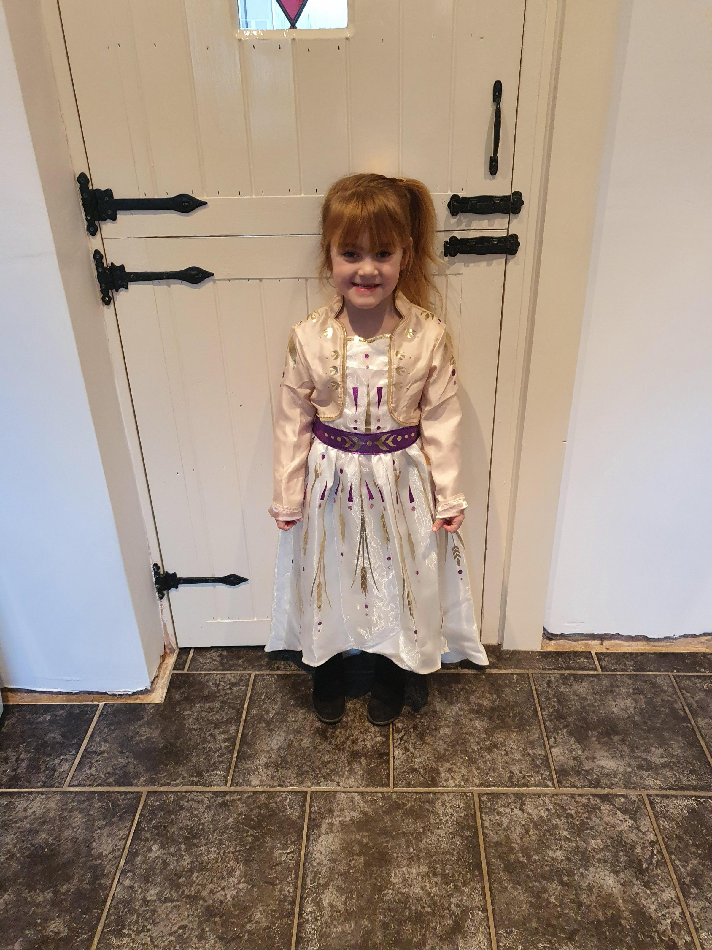 Droitwich Advertiser: This Is annaya Upton age 5 dressed up as anna from frozen 2.