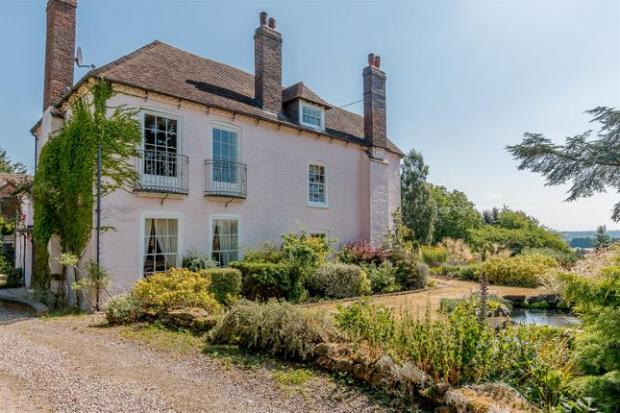Droitwich Advertiser: Grade II listed equestrian property (Photo: Zoopla)