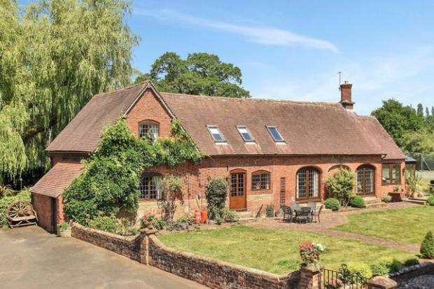 Droitwich Advertiser: This property dates back to the 17th century (Photo: Zoopla)