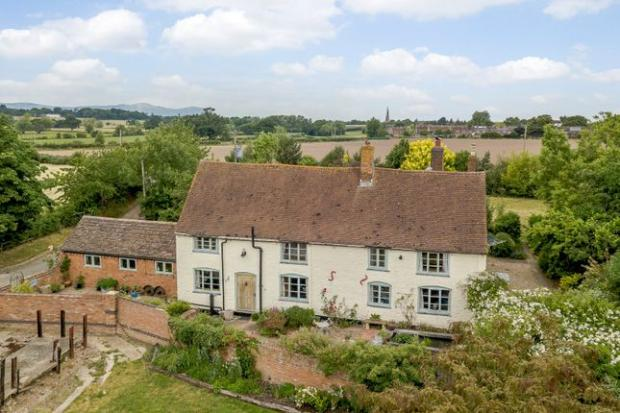 Droitwich Advertiser: Grade II listed farmhouse (Photo: Zoopla)
