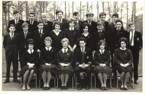 A photo of pupils at the Droitwich County Secondary School in 1963.