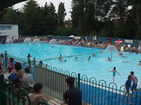 Droitwich Lido has extended its summer season