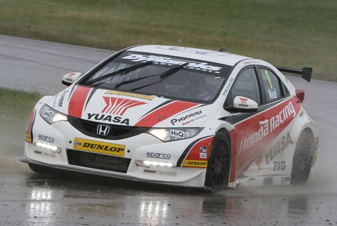 Nice weather for ducks: Matt Neal tackles a wet Rockingham track. Picture: DARREN PRICE.