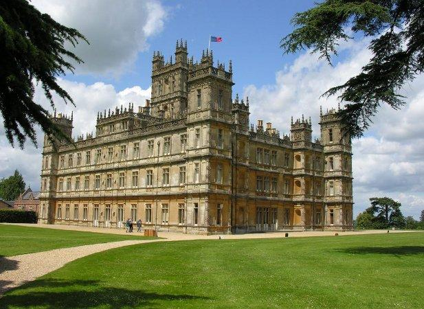 Droitwich Advertiser: Highclere castle