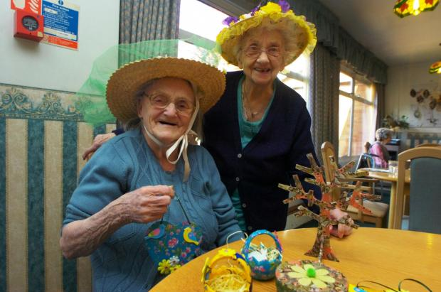 Doreen Taylor and Rose Collier at Westmead Care Home with their Estaer bonnets. Buy photo: BMM161401a at droitwichadvertiser.co.uk/pictures or call 01527 889030