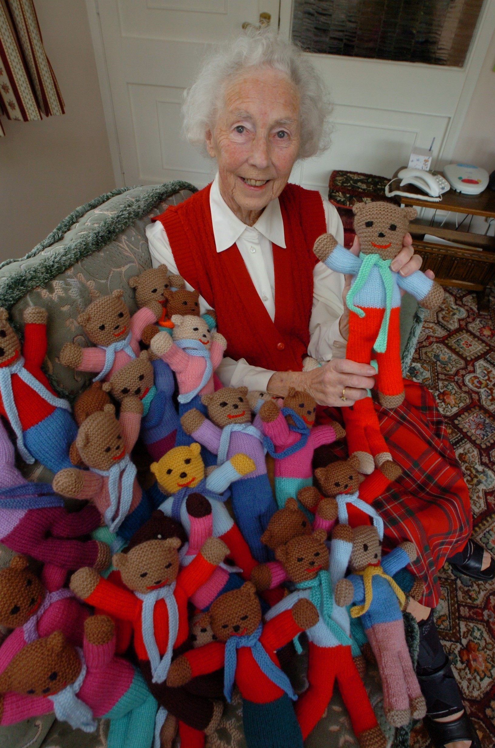 Dorothy Holman with all of the teddies she has knitted to send to Syria. Buy photo: BMM181406 at droitwichadvertiser.co.uk/pictures or call 0152