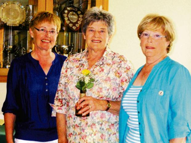 Club vice-captain, Jenny Hartley (left) and ladies captain Joan Woodhams (right) with Pauline Terry of the winning team. SP