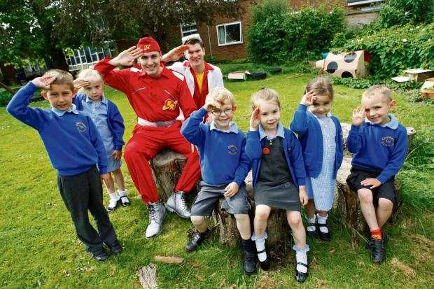 Droitwich Advertiser: Stars of CBeebies 'Rhyme Rocket' pai
