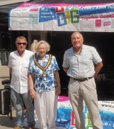 Event organiser John Dudley from For Droitwich Spa, with Councillor Pam Davey who opened the event, and John Armstrong from For Droitwich Spa. SP