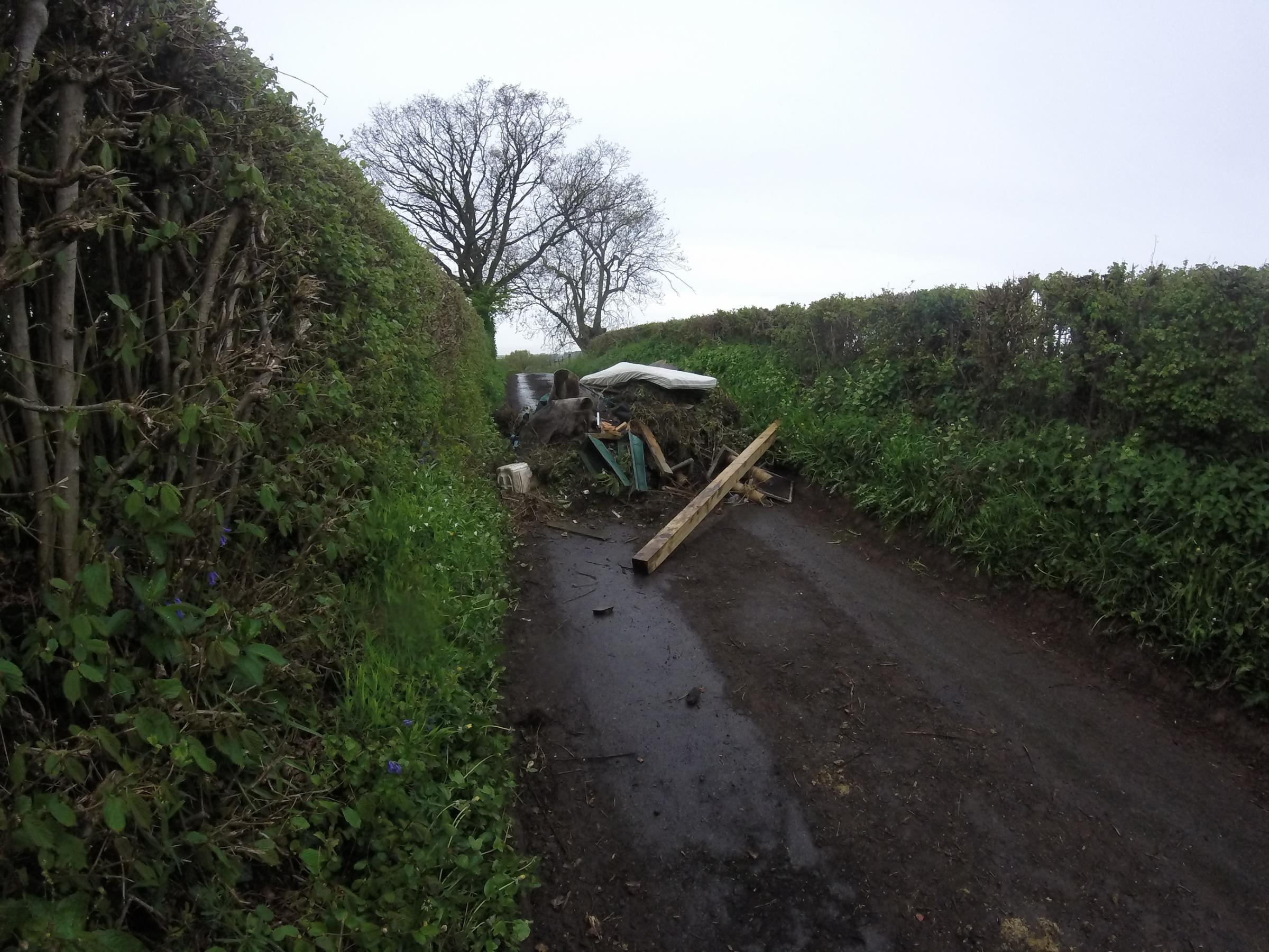 Rubbish on a lane off Dilmore Lane, Claines, Fernhill Heath